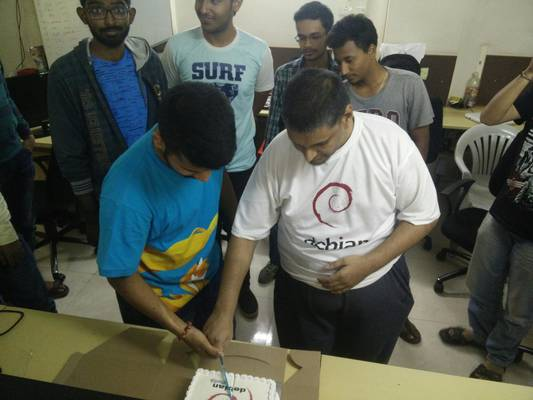 Dhanesh-Shirish cutting cake together