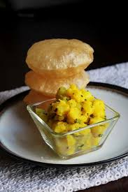 Puri bhaji image taken from https://www.spiceupthecurry.com/hi/poori-bhaji-recipe-hindi/